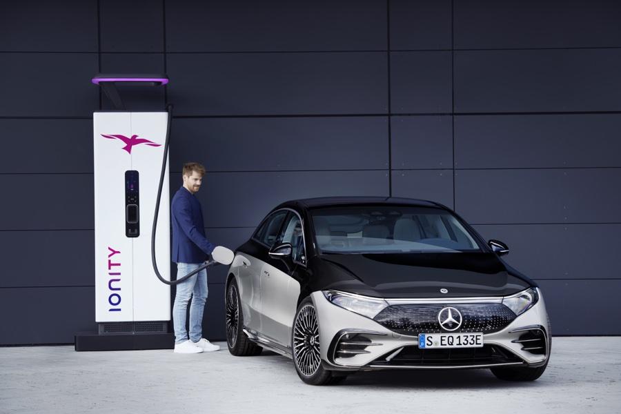 ricarica di Mercedes EQS