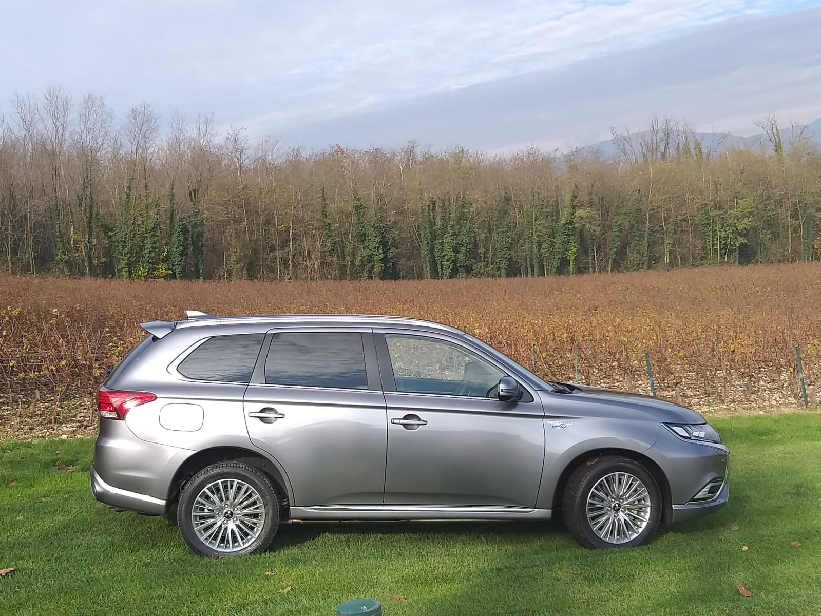 nuova mitsubishi outlander phev 2019 il test drive fleet magazine. Black Bedroom Furniture Sets. Home Design Ideas