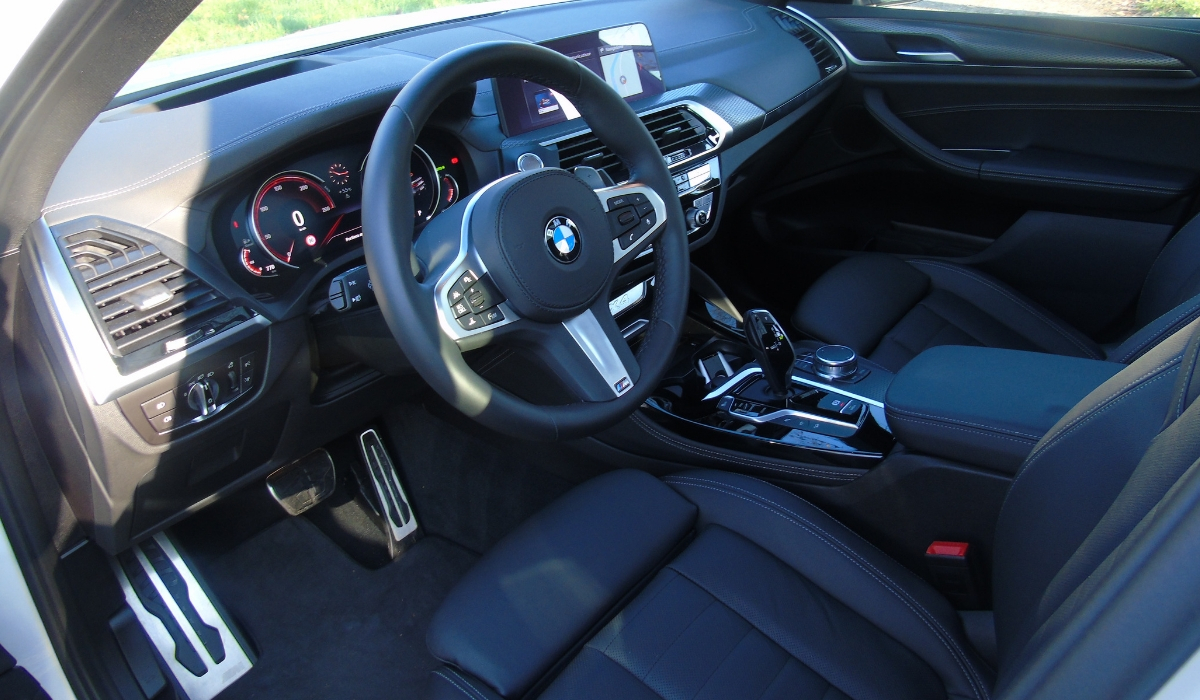 Nuova BMW X4 abitacolo