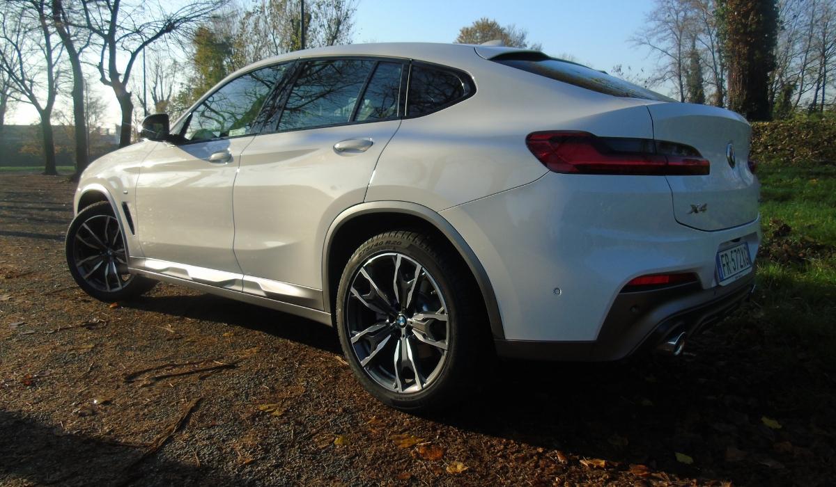 Nuova BMW X4 fiancata