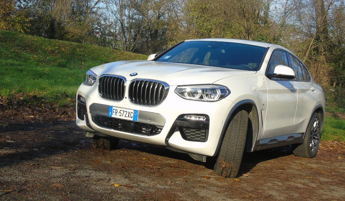 Nuova BMW X4 frontale