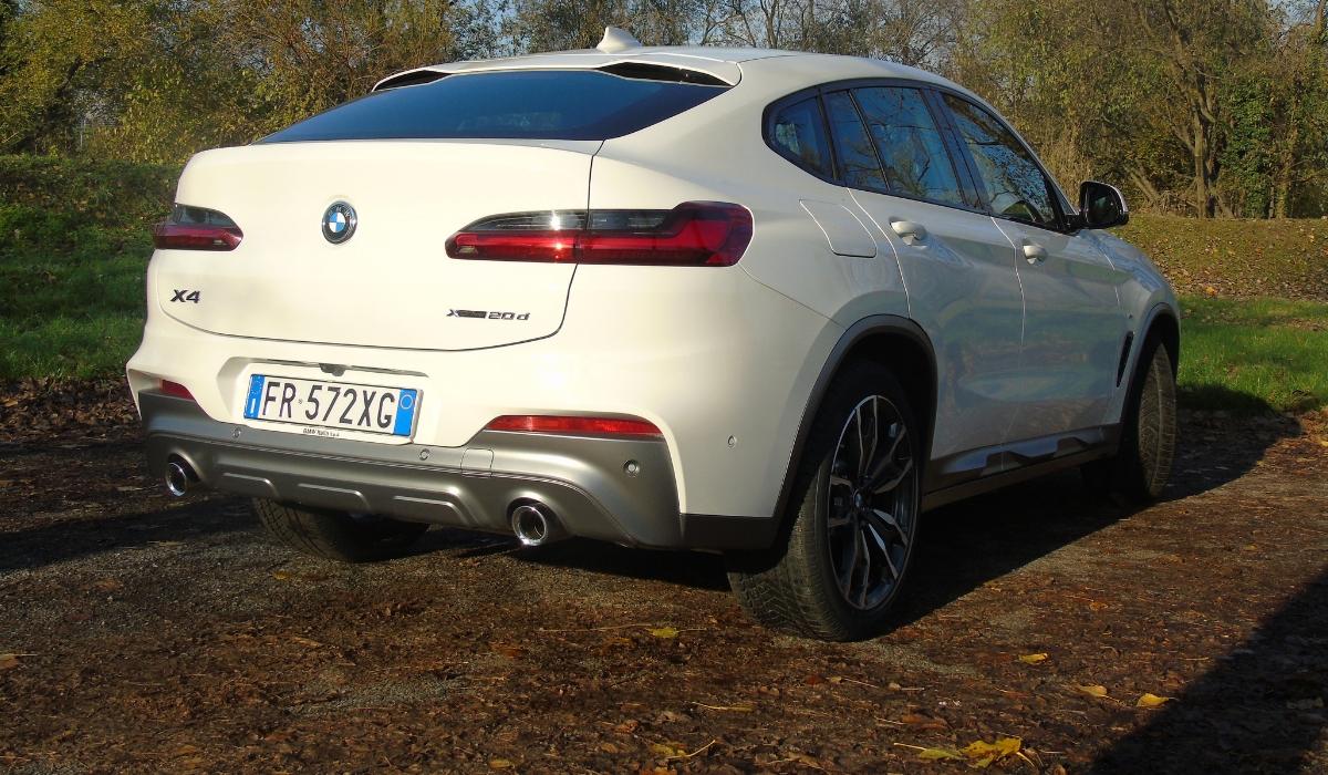 Nuova BMW X4 statica