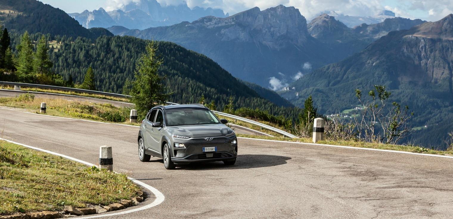 nuova Hyundai Kona Electric su strada