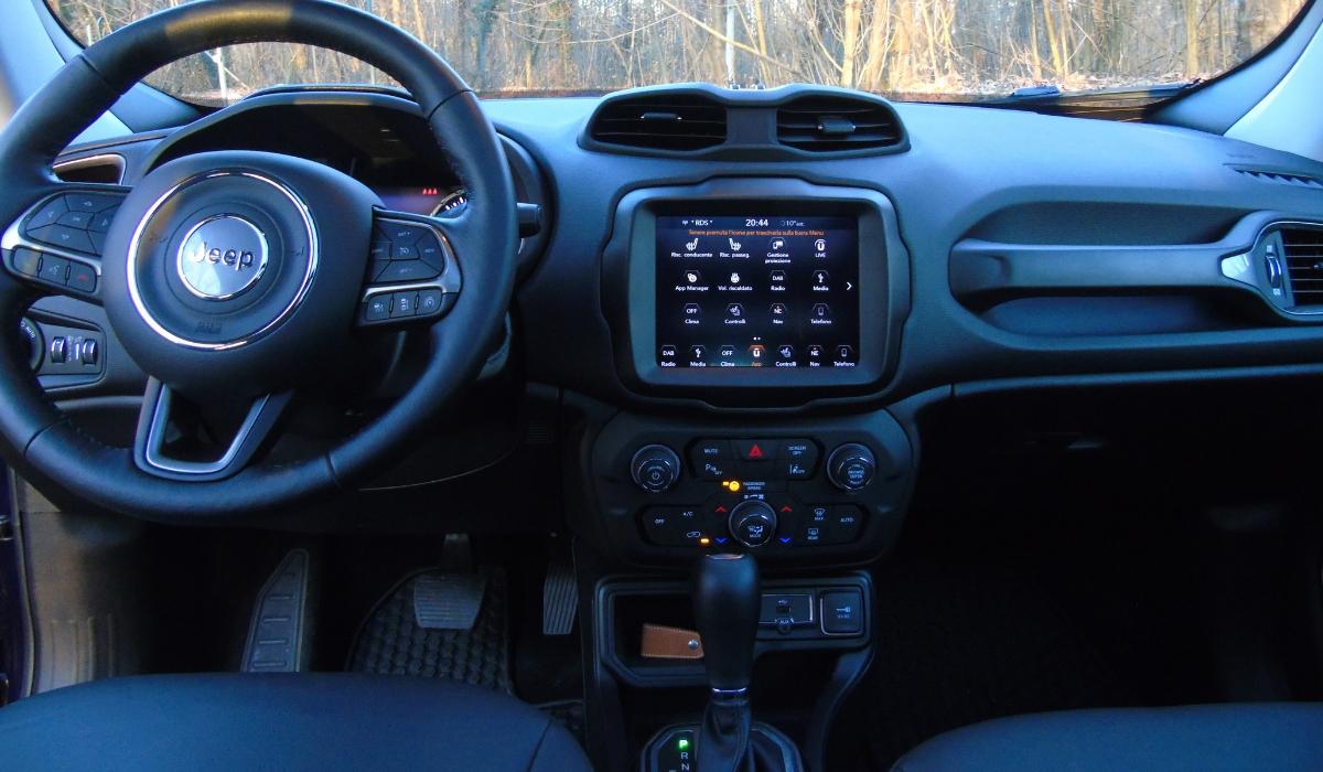 Nuova Jeep Renegade plancia