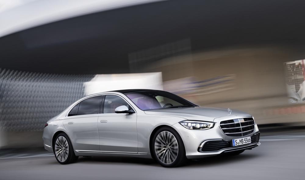 Parcheggio autonomo su nuova Mercedes Classe S