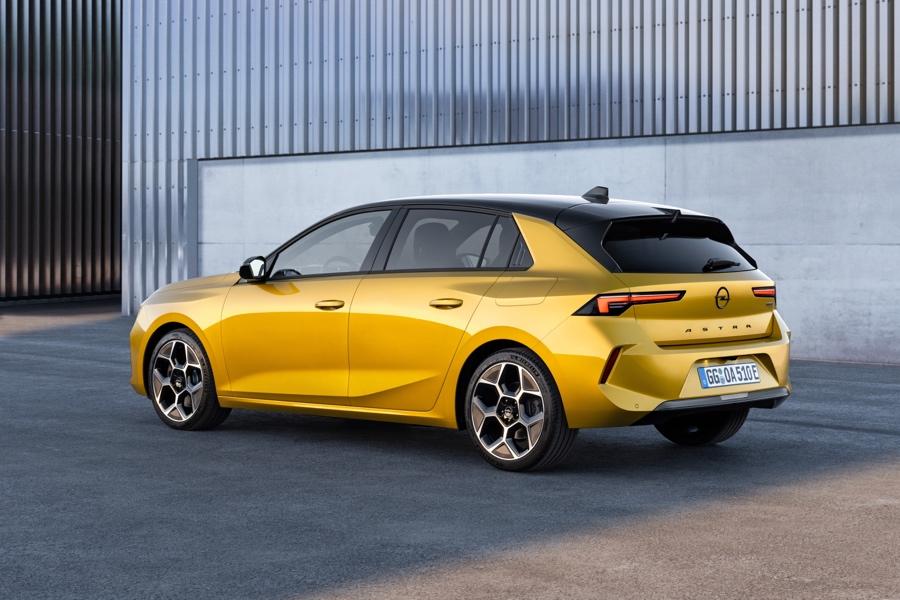 Nuova Opel Astra ibrida plug-in