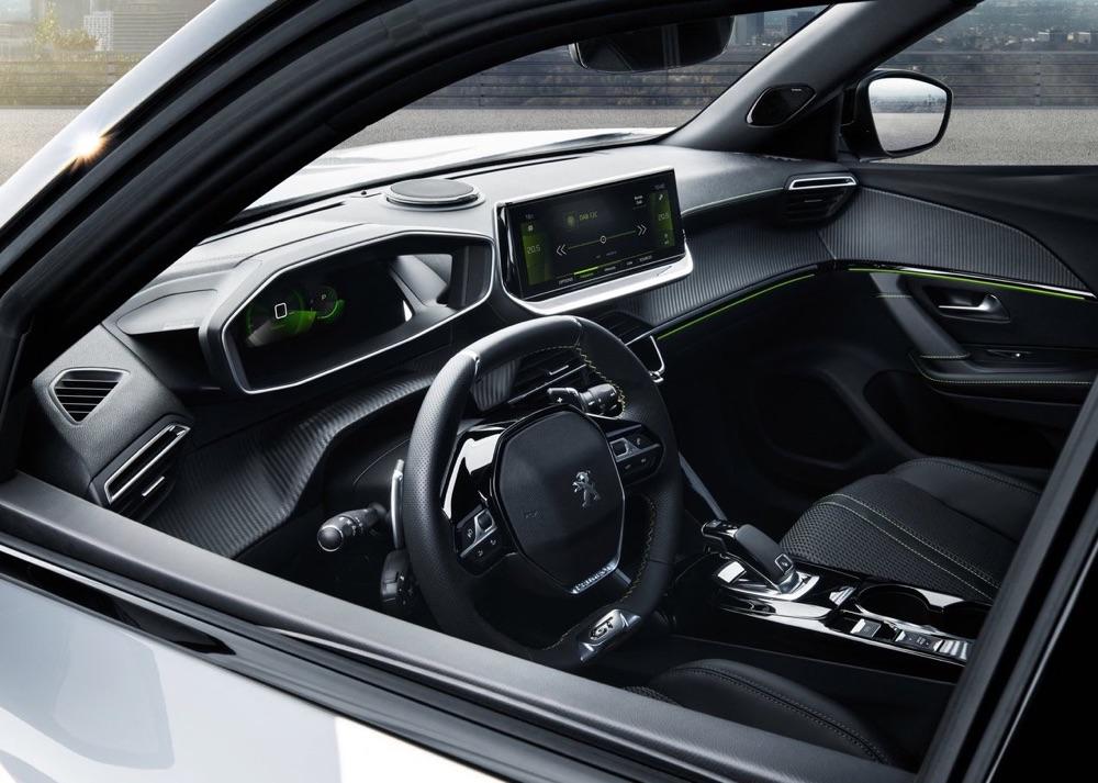 Nuova Peugeot 2008 con i-Cockpit 3D