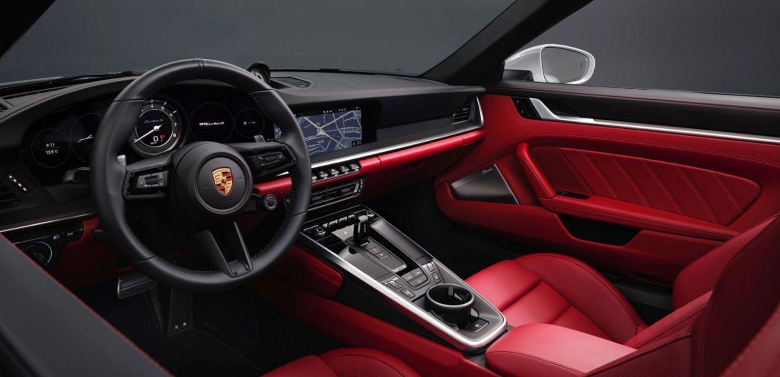 Nuova Porsche 911 Turbo S abitacolo