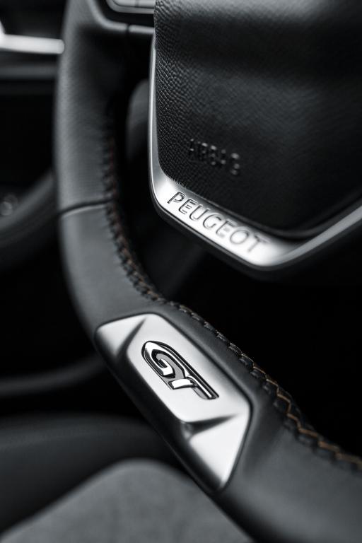 peugeot-3008-hybrid4-dettagli-volante