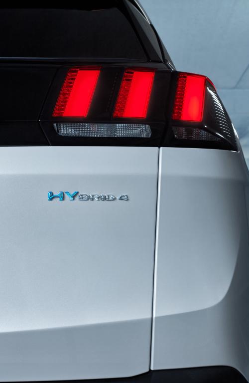peugeot-3008-hybrid4-led-posteriori