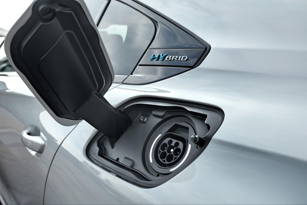 nuova-peugeot-508-hybrid-ricarica