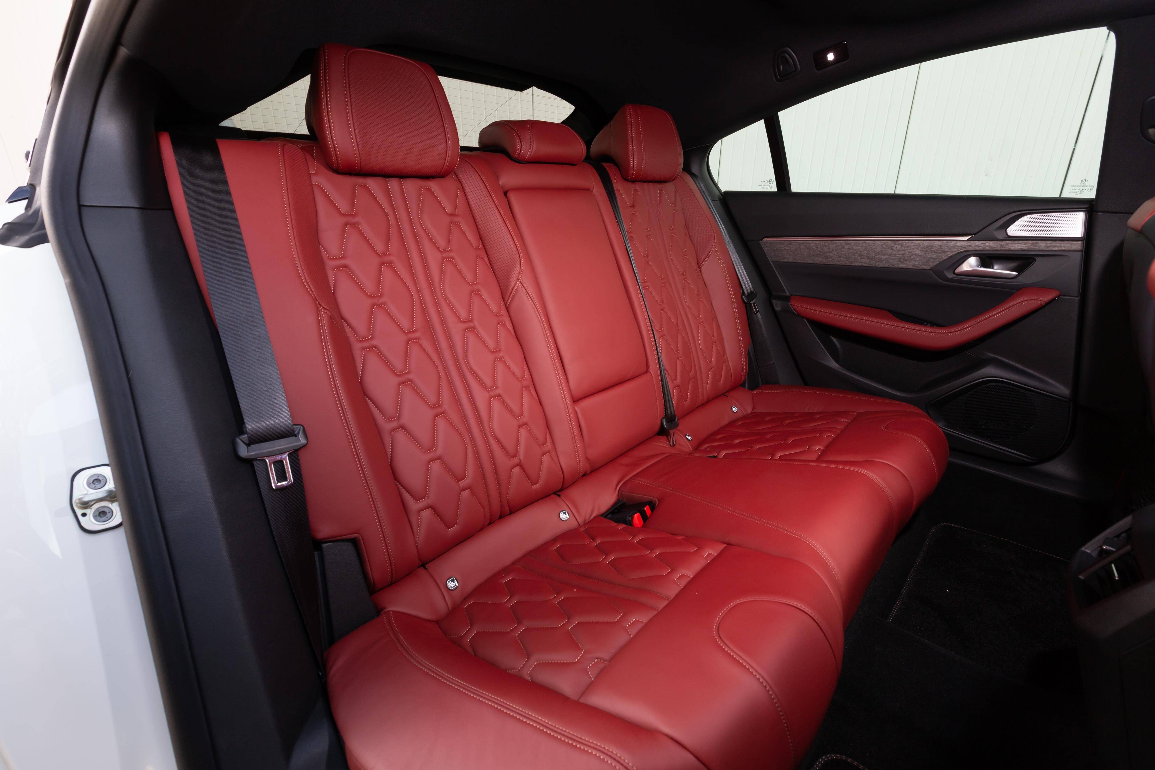 Peugeot-508-sedili