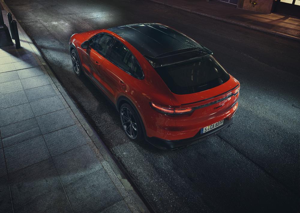 Porsche Cayenne Coupé con tetto in carbonio