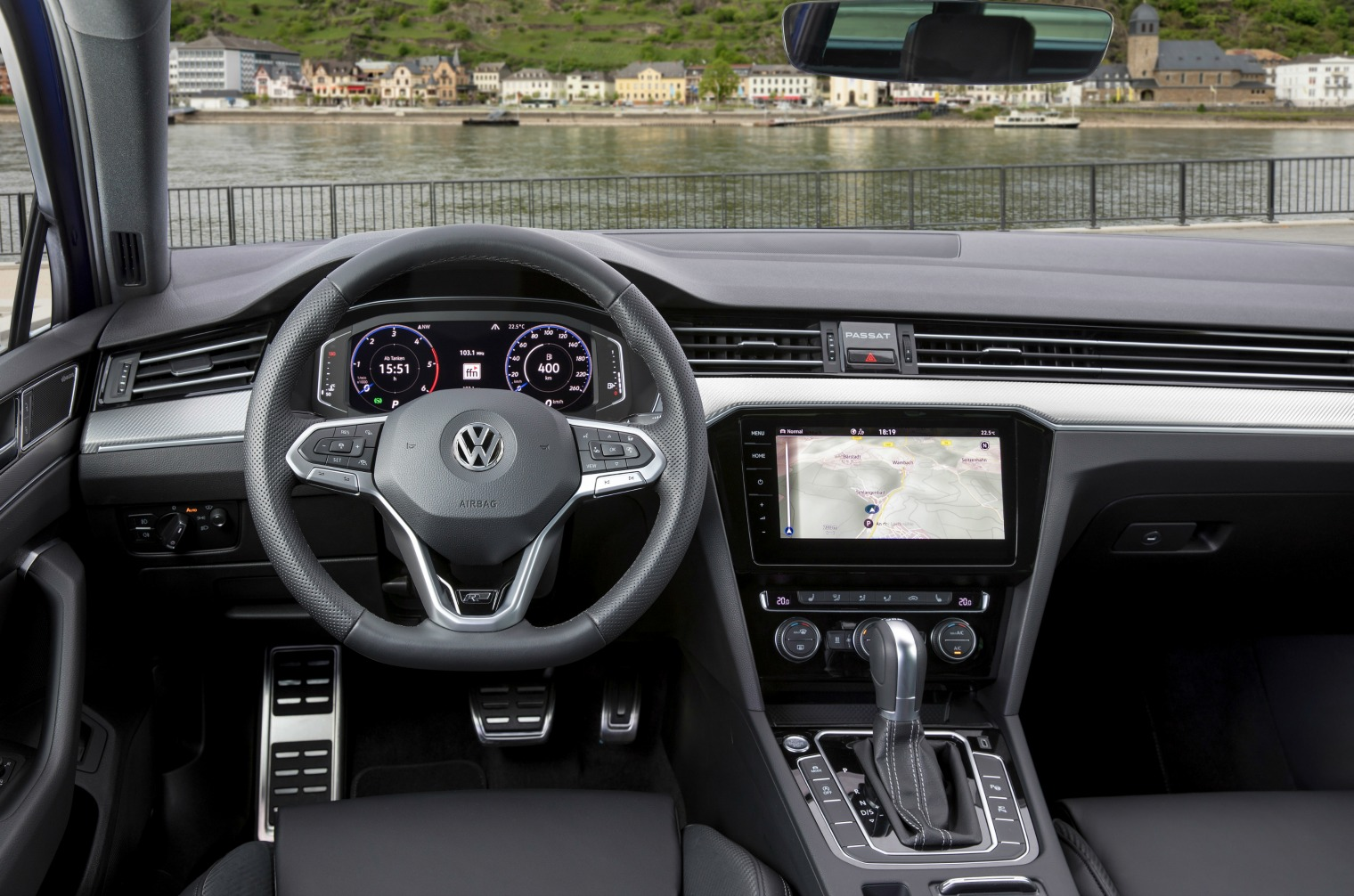 The new Volkswagen Passat Variant R-Line