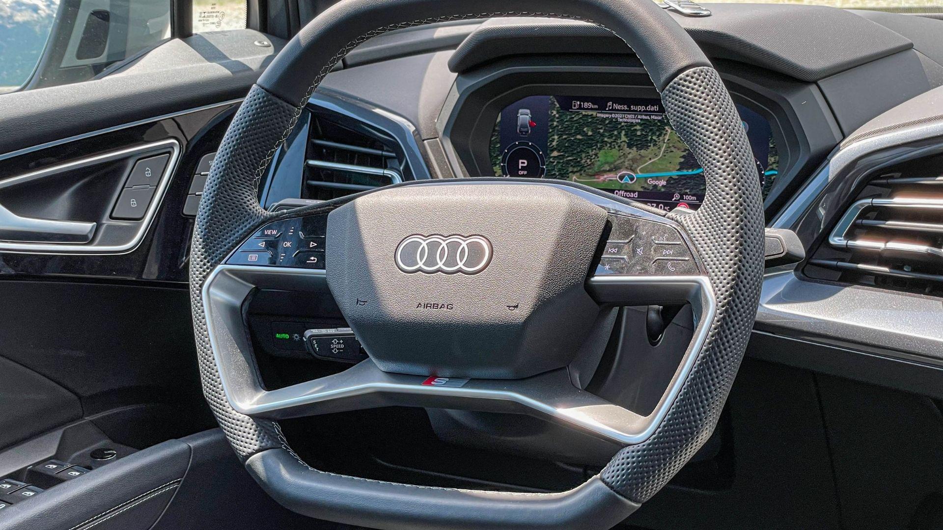Audi-Q4-e-tron-sterzo