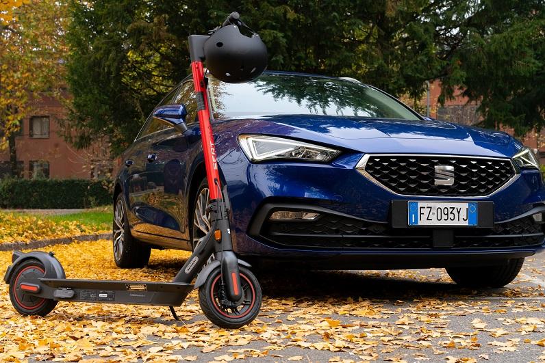 seat leon sportstourer + ekickscooter 65