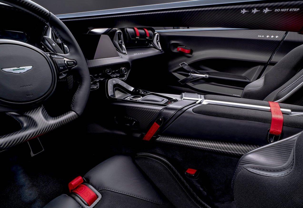 Interni di Aston Martin V12 Speedster