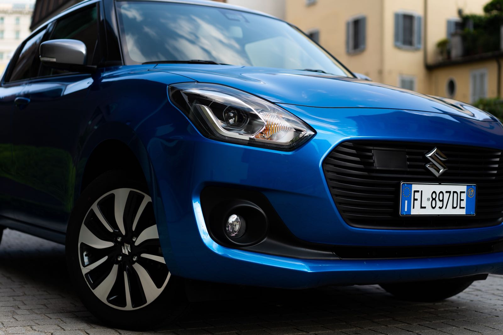 Suzuki Swift Hybrid All Grip tre quarti anteriore