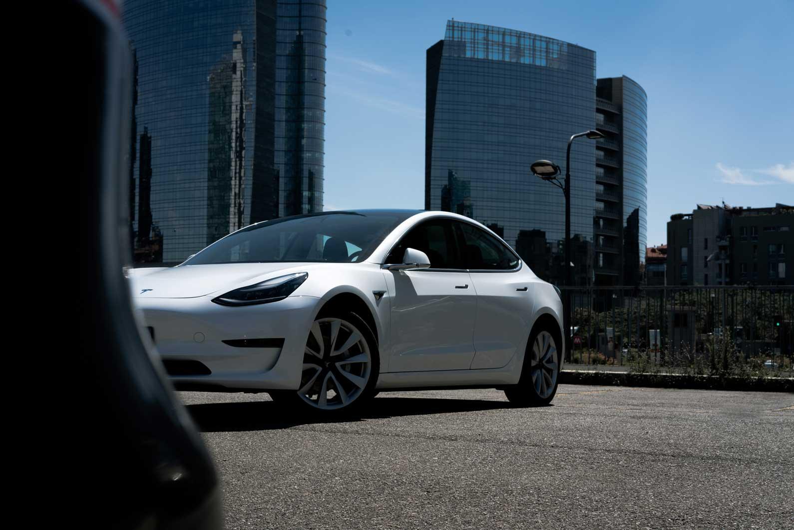 Test Drive della Tesla Model 3 Long Range VIDEO | Fleet ...
