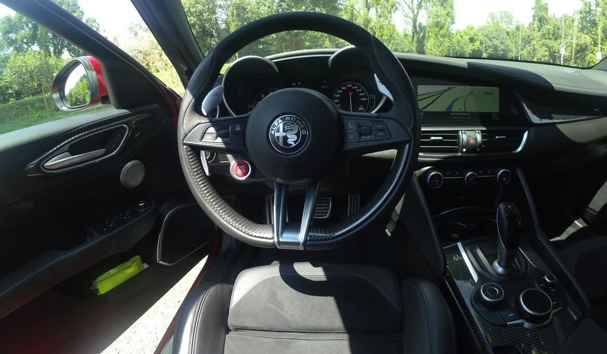 Alfa Romeo Giulia Quadrifoglio volante