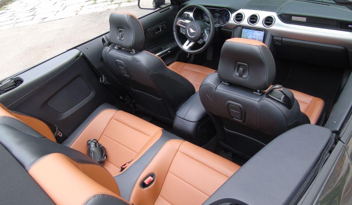 Nuova Ford Mustang 2020 cabrio abitacolo