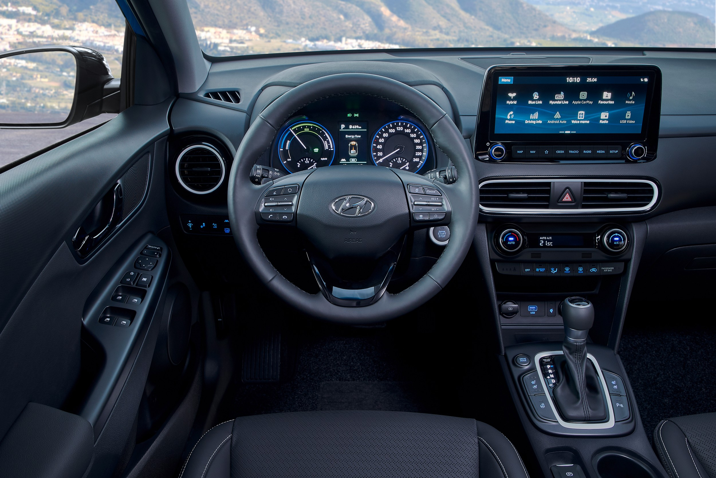 Hyundai-Kona-Hybrid-interni