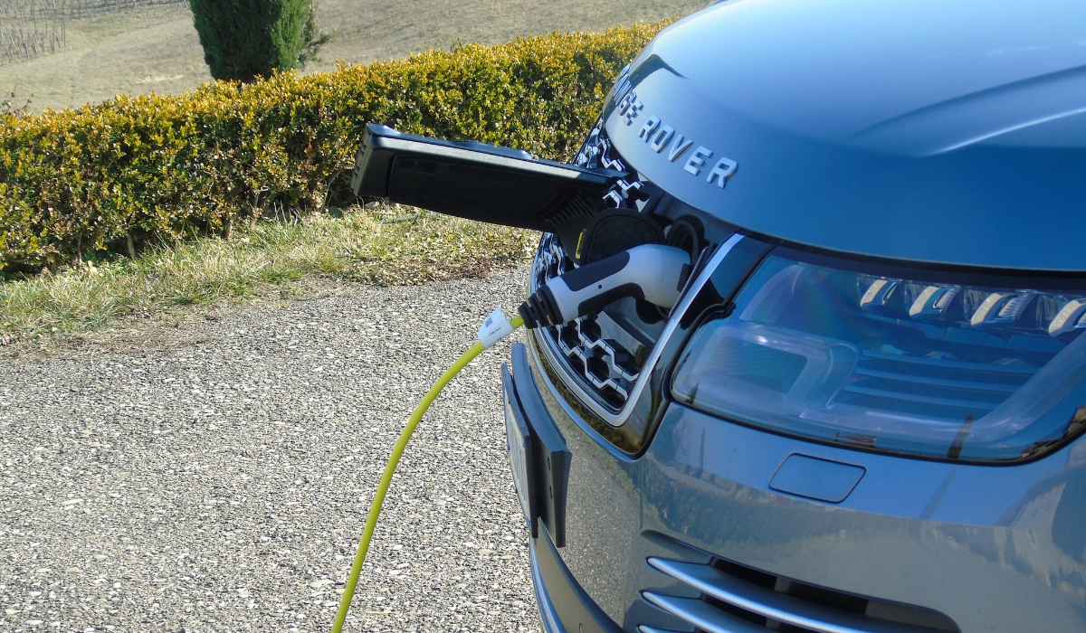 Land Rover Range Rover PHEV ricarica batteria