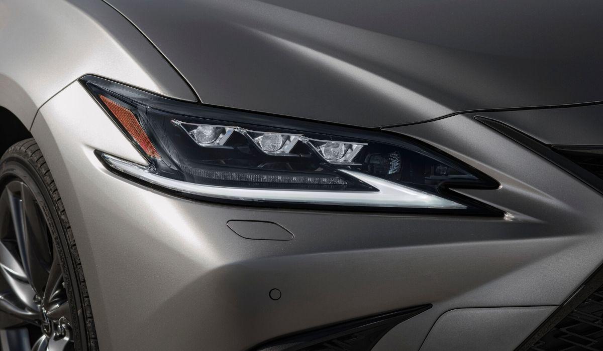 Nuova Lexus ES 2020 fari