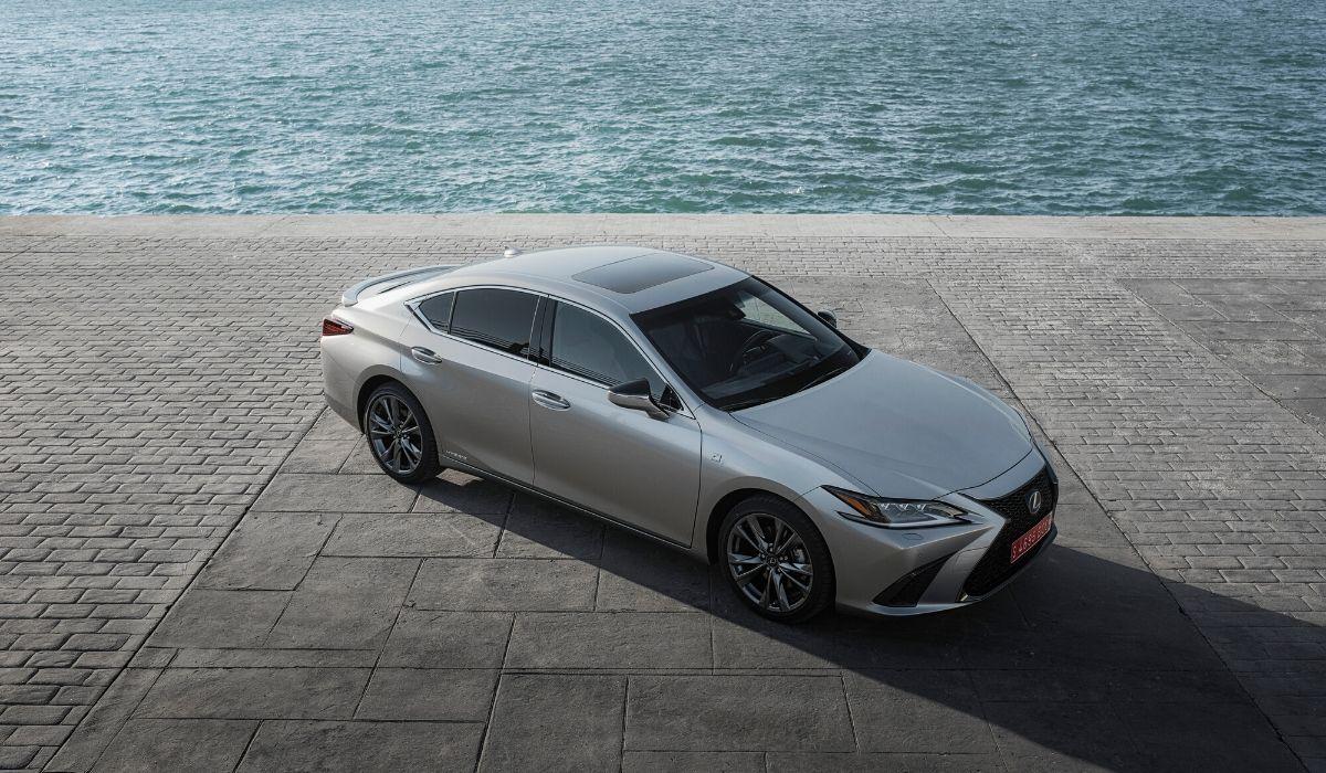 Nuova Lexus ES 2020 prova su strada
