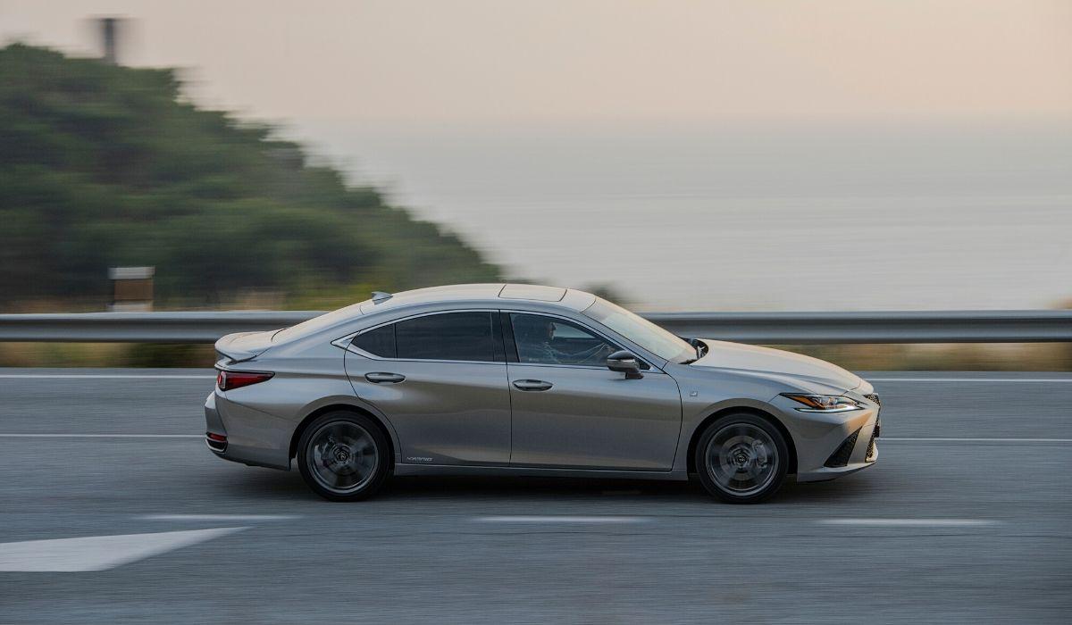 Nuova Lexus ES Hybrid 2020