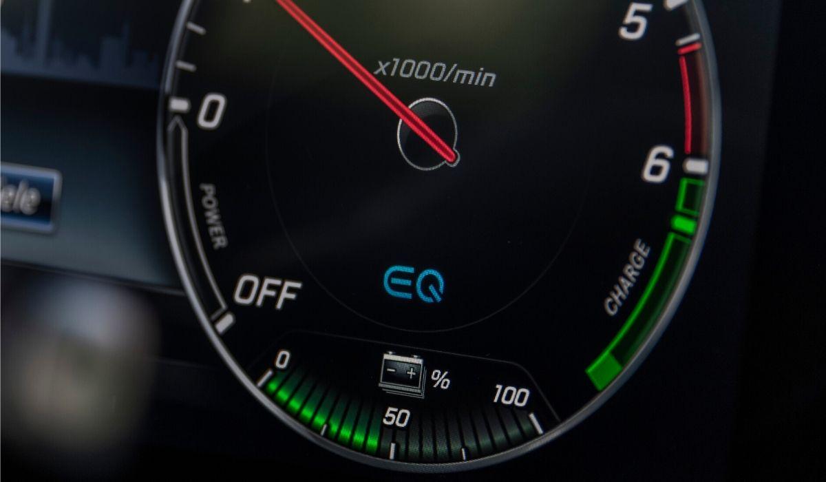 Mercedes Classe C ibrida quadro strumenti