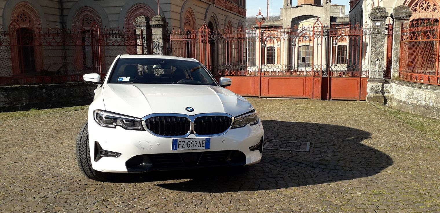 Nuova BMW Serie 3 ibrida plug-in 2020 frontale