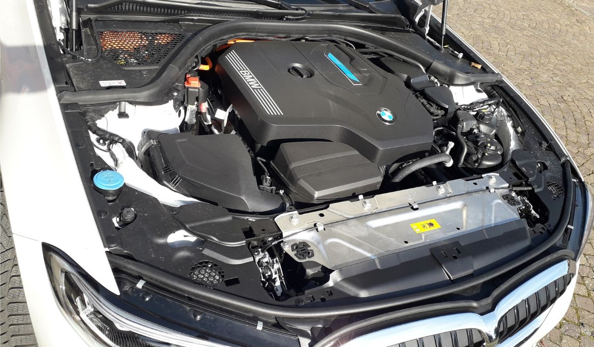 Nuova BMW Serie 3 ibrida plug-in motore