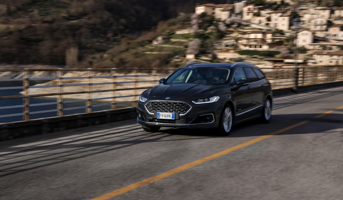 Nuova Ford Mondeo wagon hybrid 2019 su strada