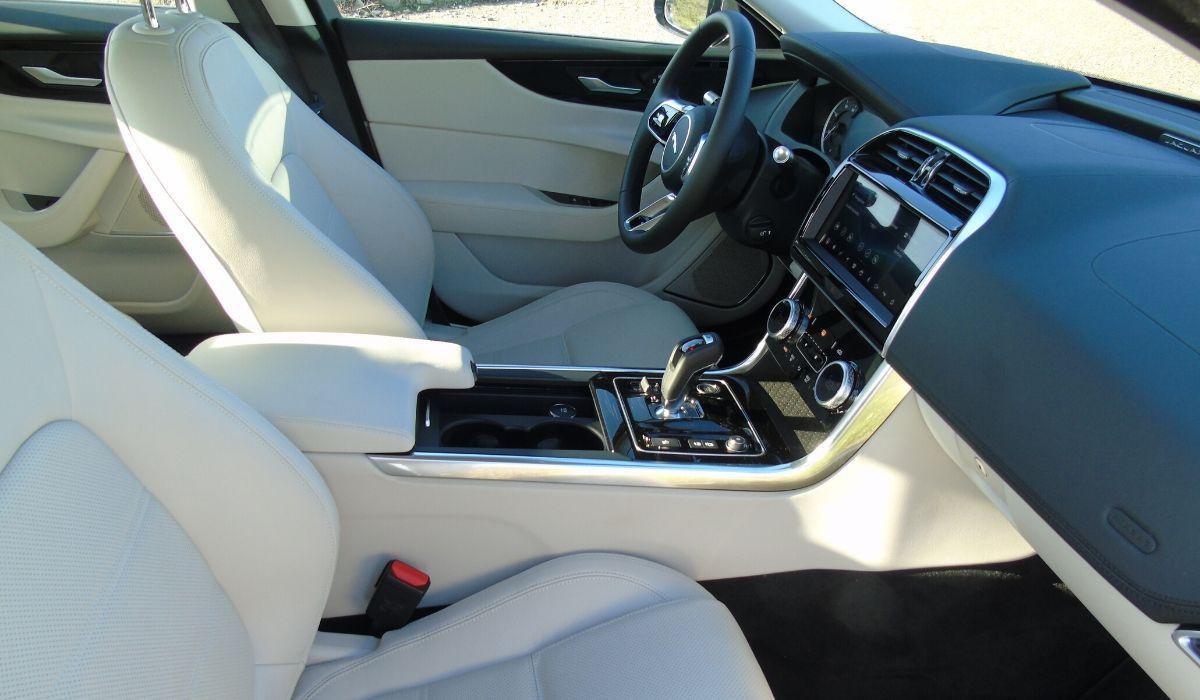 Nuova Jaguar XE 2020 interni