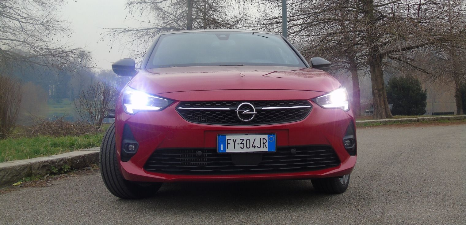 Nuova Opel Corsa 2020 fari intellilux a Led