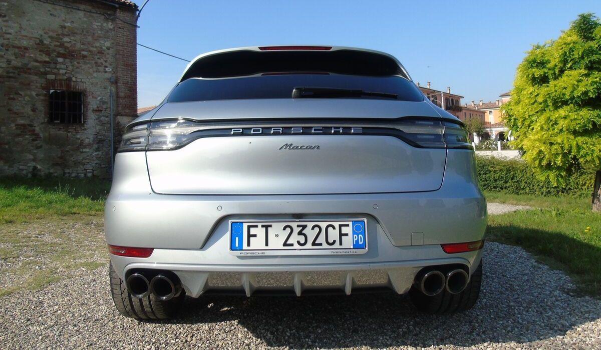 Nuova Porsche Macan 2020 fari posteriori