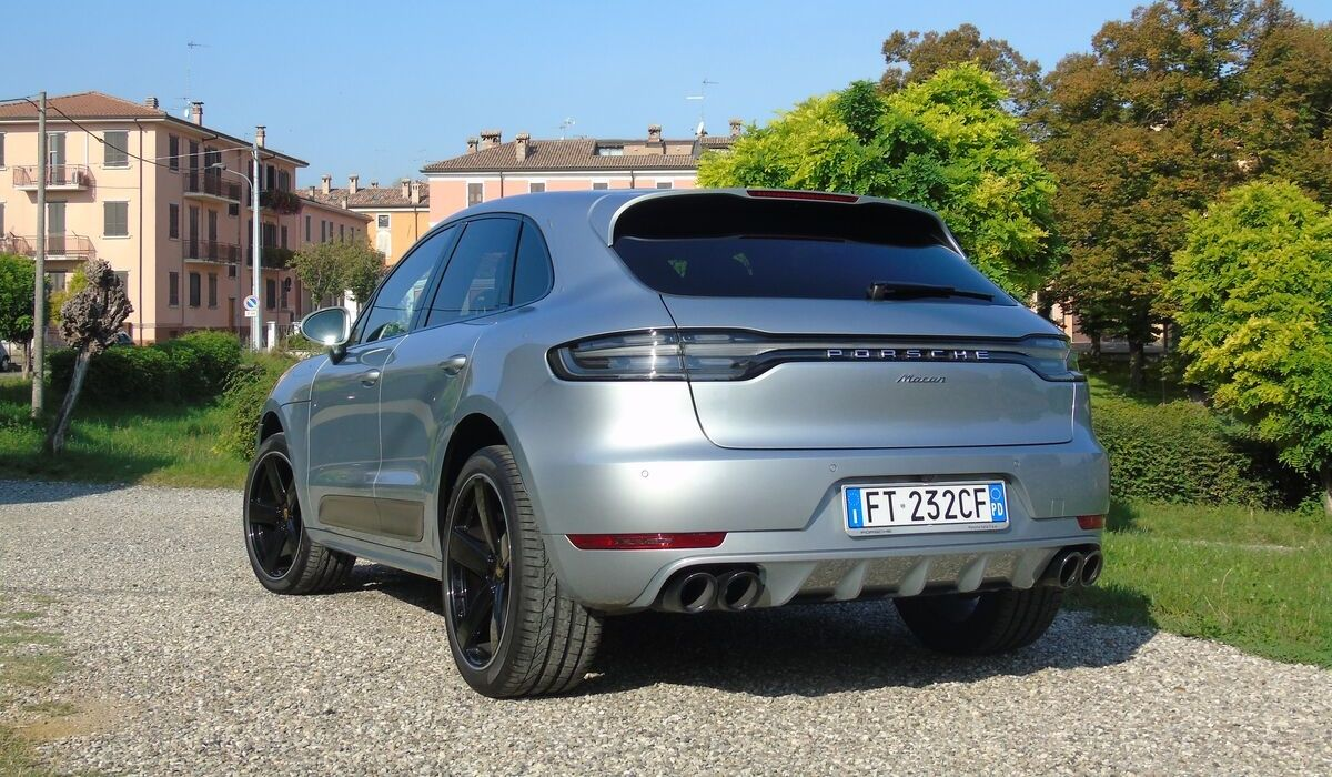 Nuova Porsche Macan 2020 terminali di scarico
