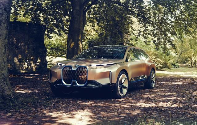 BMW iNext 2021 (1)