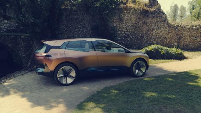 BMW iNext 2021 (4)