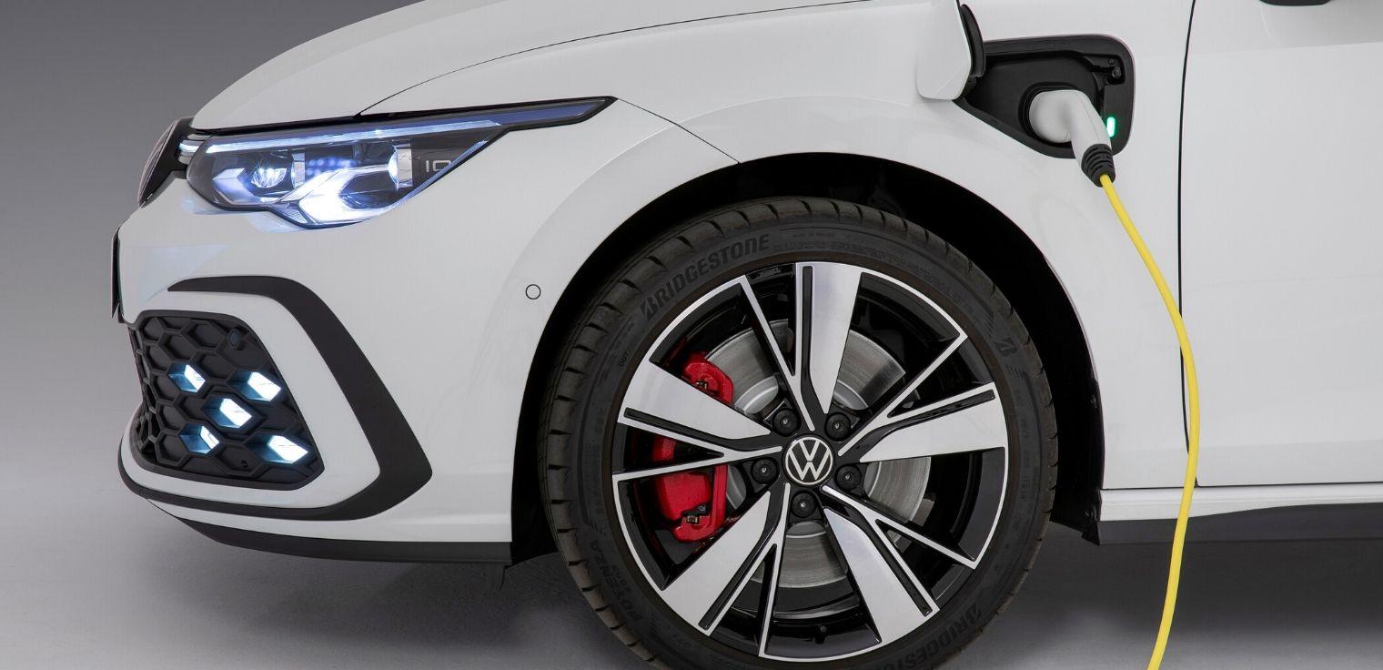 Nuova Volkswagen Golf GTE ibrida plug-in 2020