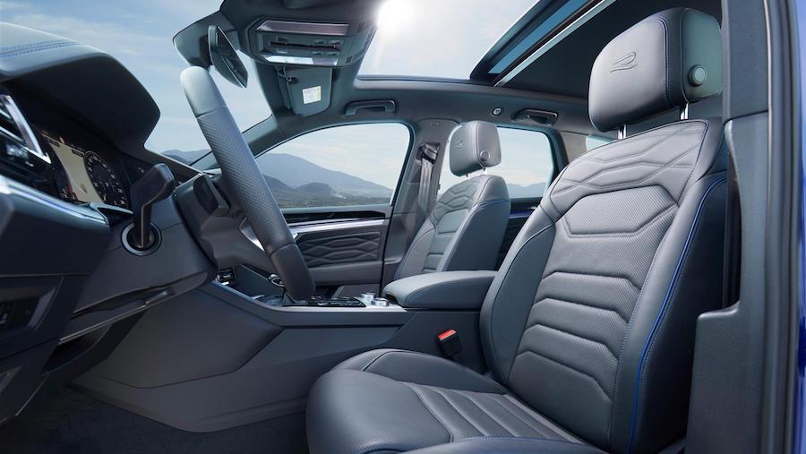 Tetto panoramico su Volkswagen Touareg R ibrida