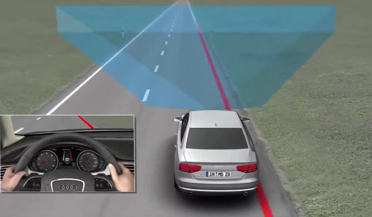 Il Lane Assist mantiene l'auto in carreggiata