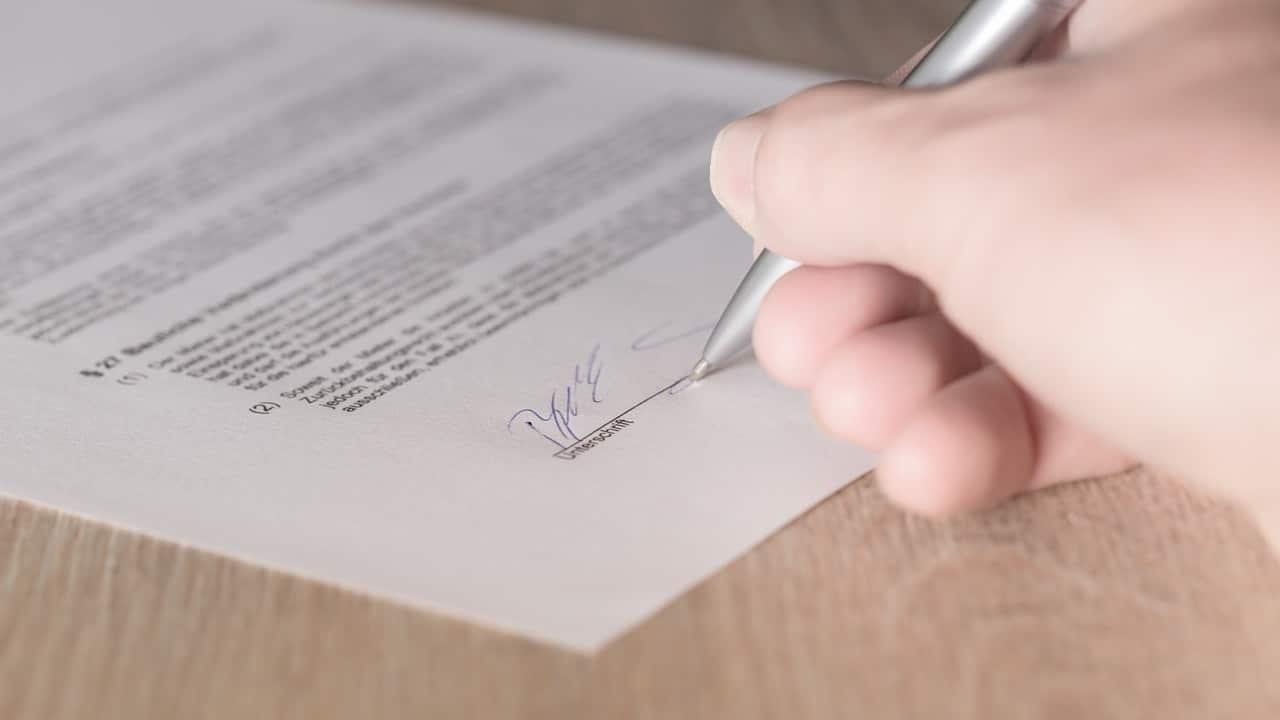 firma contratto di noleggio auto