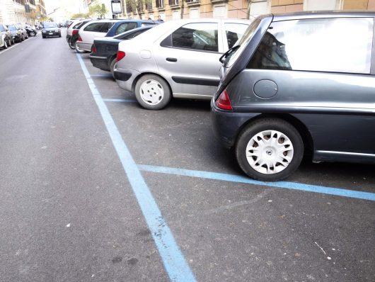 Parcheggi strisce blu Milano, addio scontrini, tutto digitale