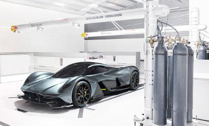 Aston-Martin-Valkyrie-fiancata