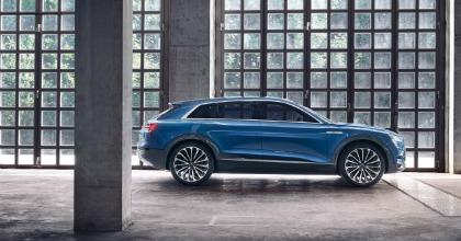 Audi e-tron quattro trazione integrale