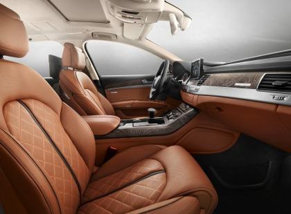 Audi A8 L W12 in serie limitata con interni in pelle fornita da Poltrona Frau