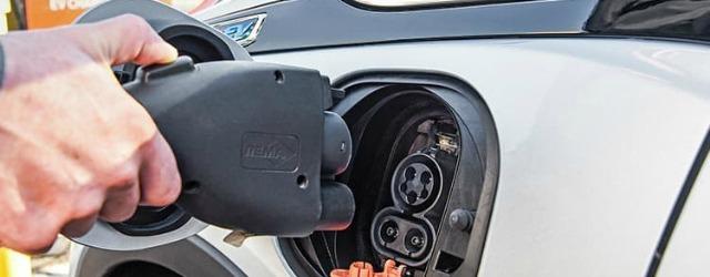 Auto elettriche: la colonnina di Enel X a Genova