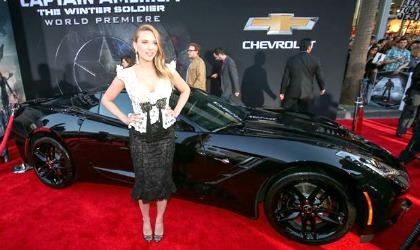 Corvette Stingray e Scarlett Johansson, Captain America